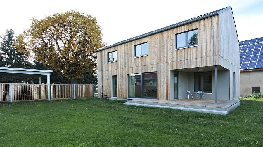 einfamilienhaus mit carport in neuendettelsau eg. Black Bedroom Furniture Sets. Home Design Ideas
