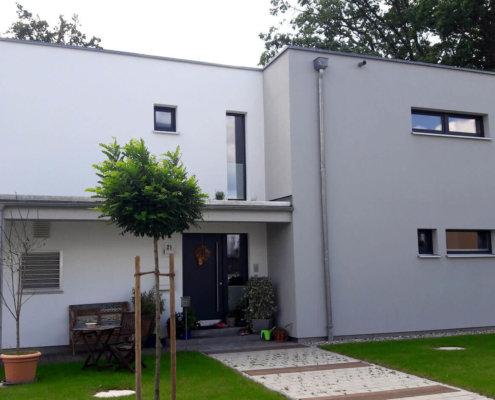Einfamilienhaus mit Einliegerwohnung, Carport und Geräteschuppen in Fürth