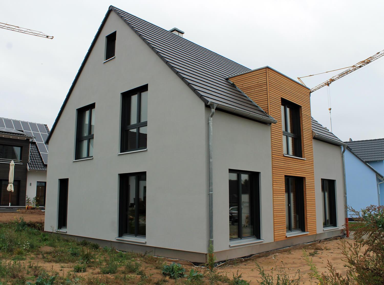 einfamilienhaus mit nebengeb ude in cadolzburg eg. Black Bedroom Furniture Sets. Home Design Ideas