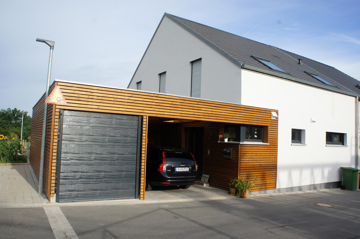 einfamilienhaus als doppelhaush lfte mit garage und carport in ro tal eg. Black Bedroom Furniture Sets. Home Design Ideas