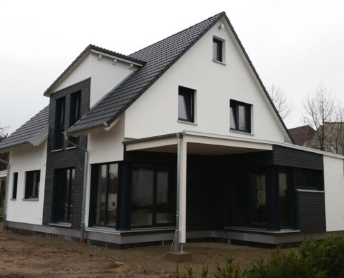 Einfamilienhaus mit Carport und Geräteschuppen in Gutenstetten