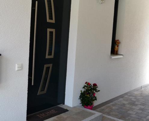 Einfamilienhaus mit Carport, Geräteschuppen und Nebengebäude in Kaubenheim