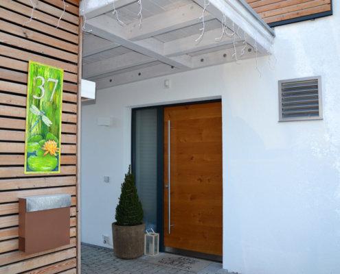 Einfamilienhaus mit Carport und Geräteschuppen in Adelsdorf