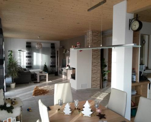 Einfamilienhaus mit Carport und Geräteschuppen in Weiltingen