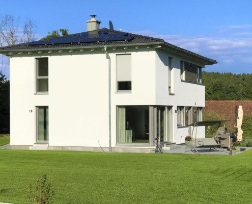 Einfamilienhaus mit Carport und Geräteschuppen in Vestenbergsgreuth