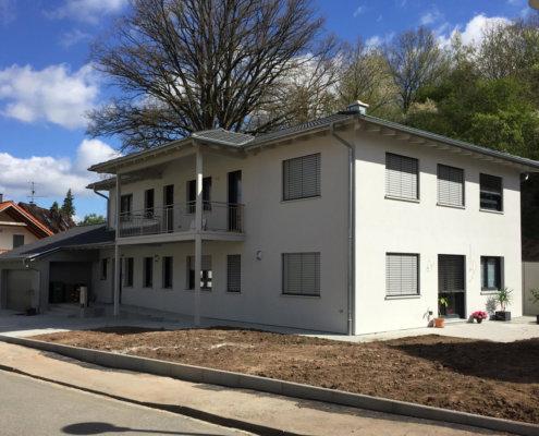 Zweifamilienhaus mit Doppelgarage in Roßtal
