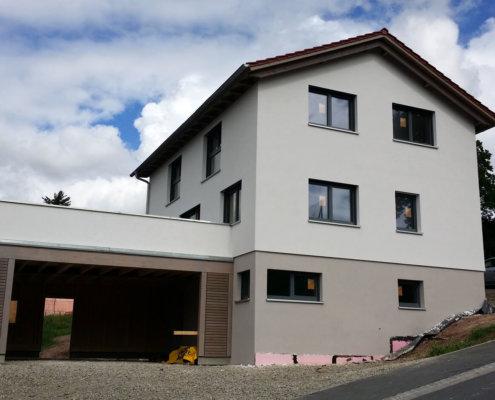 Einfamilienhaus mit einliegerwohnung im keller  Einfamilienhaus mit Einliegerwohnung, Keller und Carport in ...