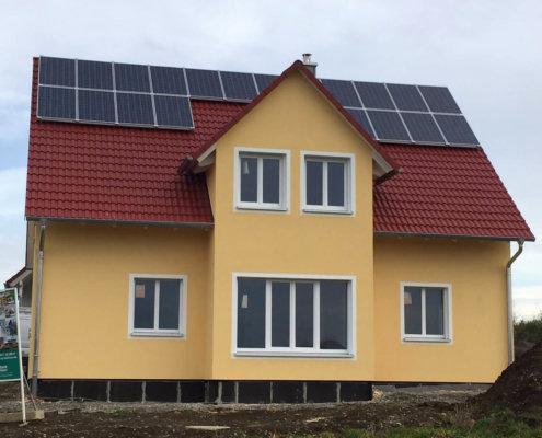 Einfamilienhaus mit Einliegerwohnung im DG und Garage in Steinsfeld