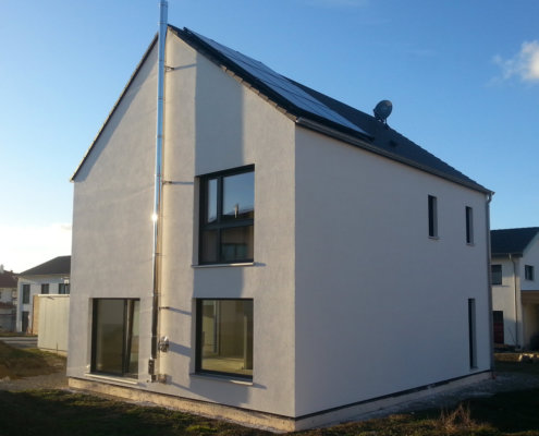 Einfamilienhaus mit Carport und Geräteschuppen in Rothenburg (nur Hülle aufgestellt)
