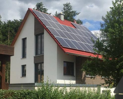 Einfamilienhaus mit Einliegerwohnung, Keller und Garage in Volkersgau