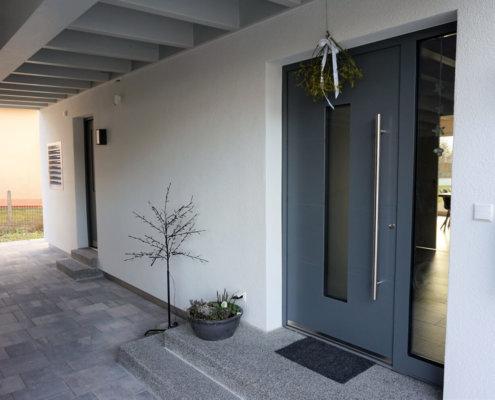 Einfamilienhaus mit Carport und Geräteschuppen in Herrieden