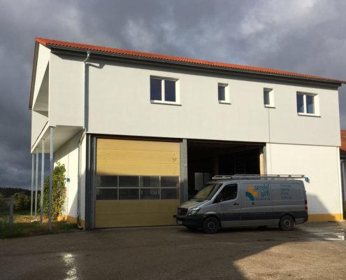 Mitarbeiter-Appartements durch Aufstockung einer Mehrzweckhalle in Mausdorf