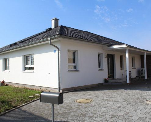 Einfamilienhaus als Bungalow mit Doppelgarage in Neustadt an der Aisch
