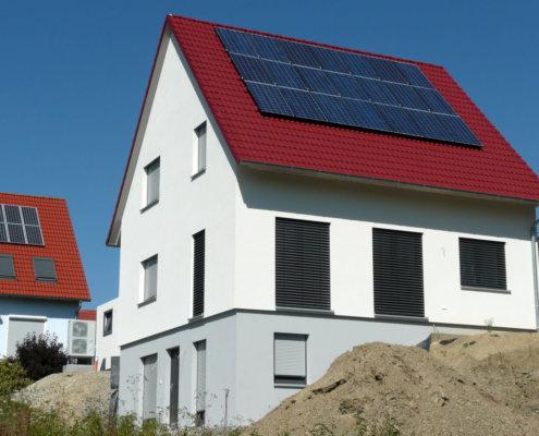 Einfamilienhaus mit Einliegerwohnung, Carport und FT-Garage in Steinsfeld