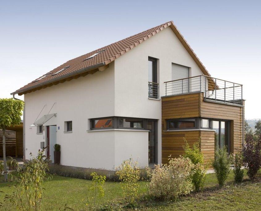 Holzhaus aus franken individuell wertstabil infos for Einfamilienhaus modern satteldach