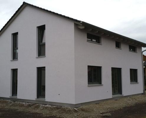 Einfamilienhaus mit Carport und Geräteschuppen in Ipsheim