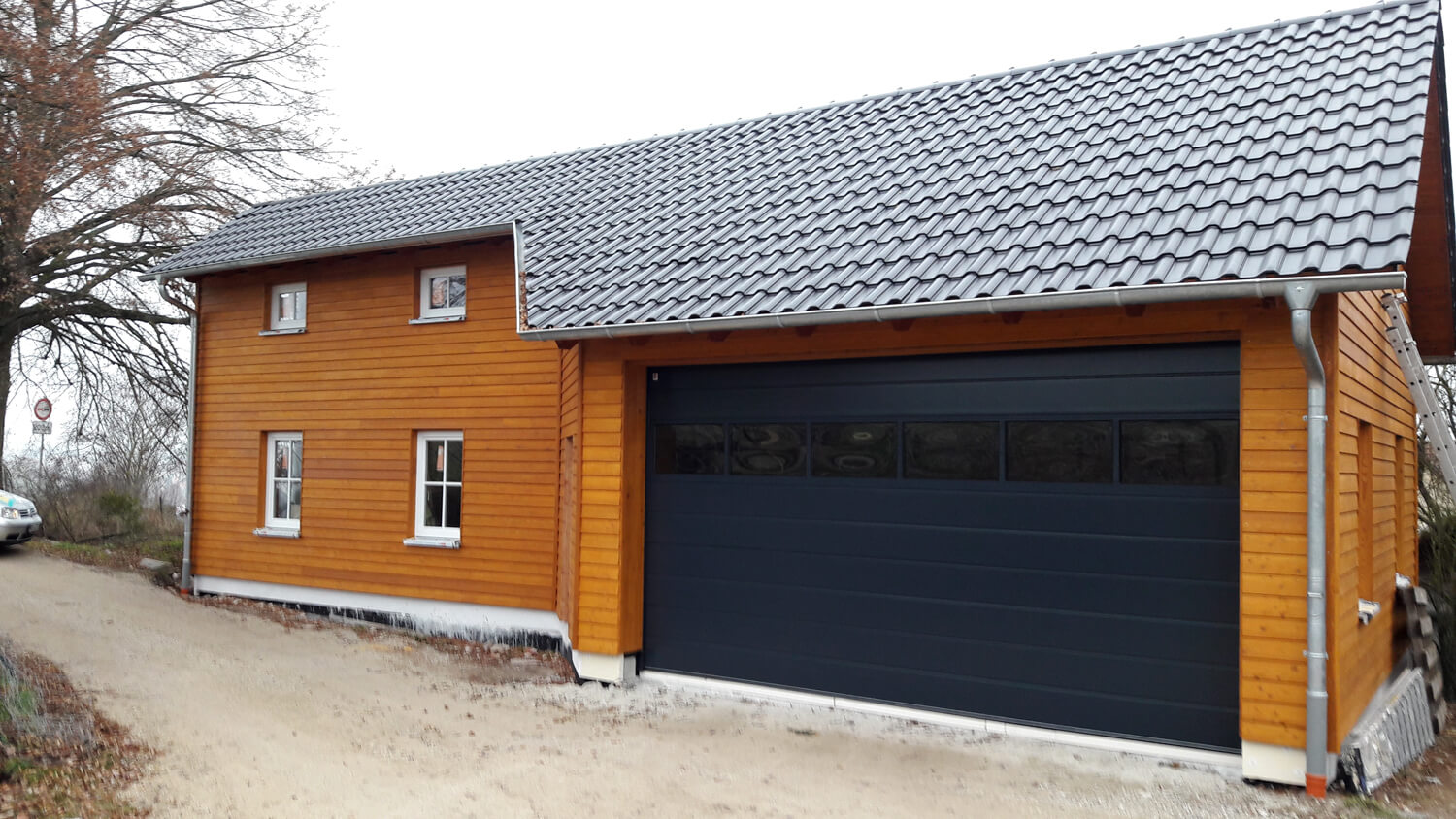garage mit lagerraum in emskirchen eg. Black Bedroom Furniture Sets. Home Design Ideas