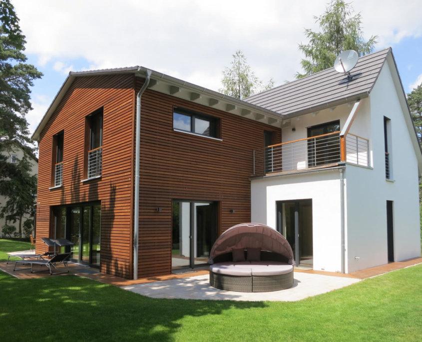 Garagen mit satteldach das bild wird geladen with garagen for Satteldach modern neubau