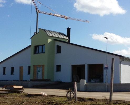 Einfamilienhaus mit Einliegerwohnung und Doppelgarage in Langenzenn