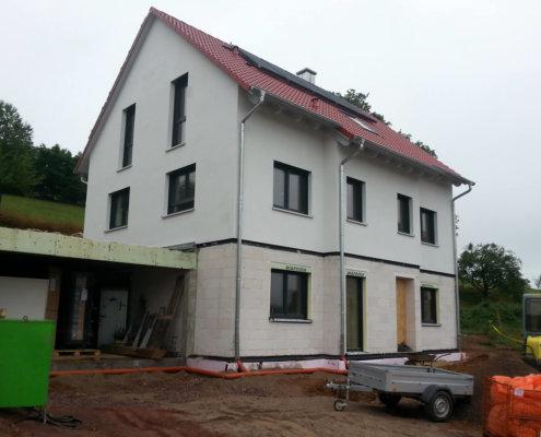 Einfamilienhaus mit Einliegerwohnung, Keller und Garage in Sailauf