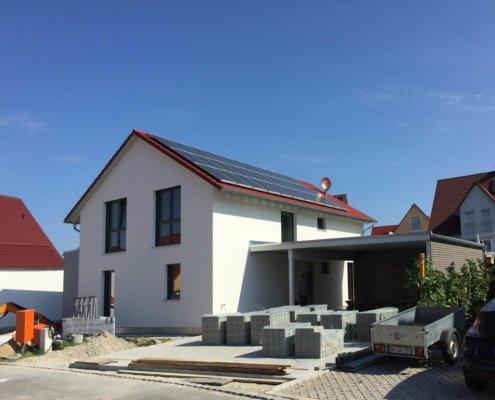 Einfamilienhaus mit Einliegerwohnung und Carport in Herrieden