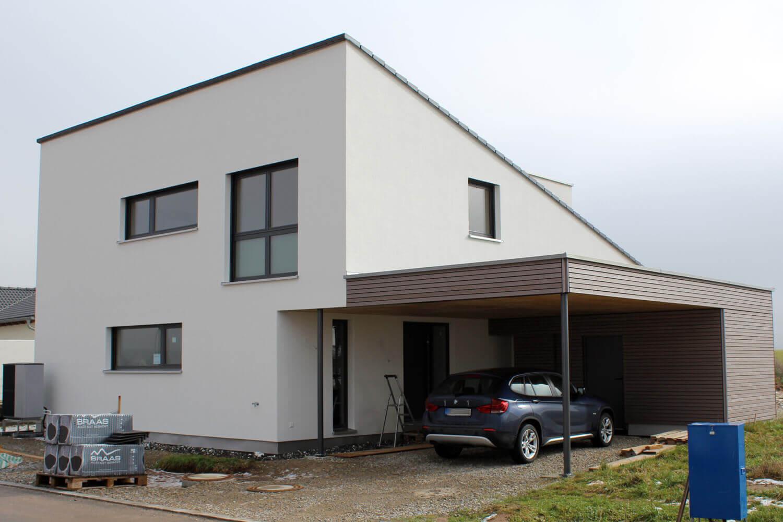 einfamilienhaus mit carport in wilhermsdorf eg. Black Bedroom Furniture Sets. Home Design Ideas