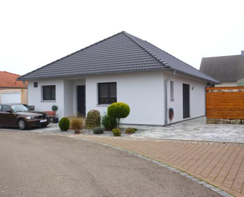 Einfamilienhaus mit Carport und Schuppen in Uffenheim