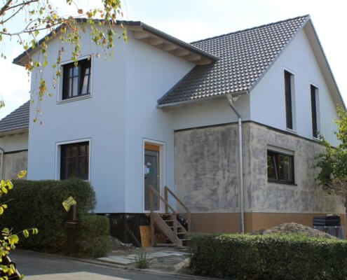 Aufstockung eines Einfamilienhauses mit Treppenhausanbau in Dietersheim
