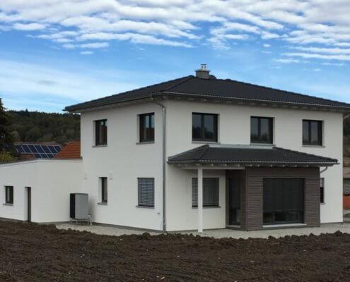 Einfamilienhaus mit Carport und Schuppen in Diebach