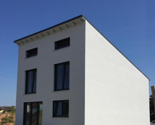 Einfamilienhaus als Doppelhaushälfte mit Keller in Baiersdorf