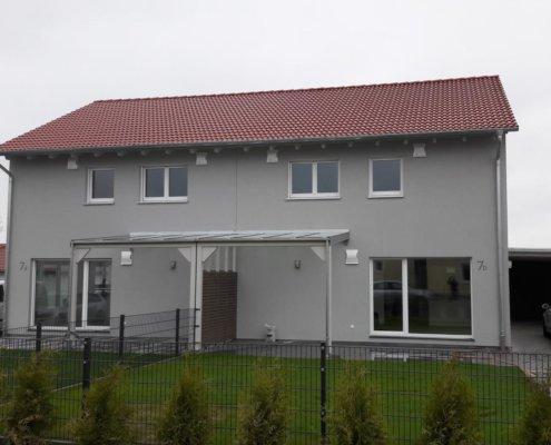 Zweifamilienhaus als Doppelhaus mit Carport in Burgbernheim