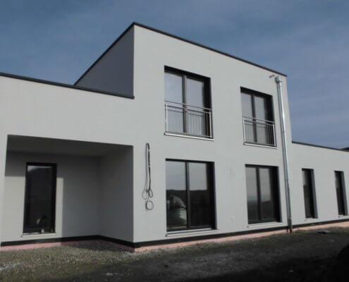 Einfamilienhaus mit Einliegerwohnung, Garage und Carport in Bad Windsheim