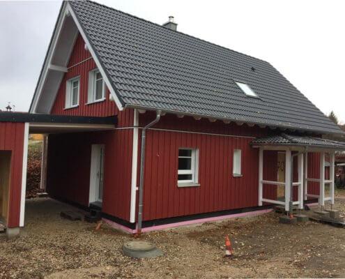 Einfamilienhaus als Schwedenhaus mit Garage und Schuppen in Neunkirchen am Brand
