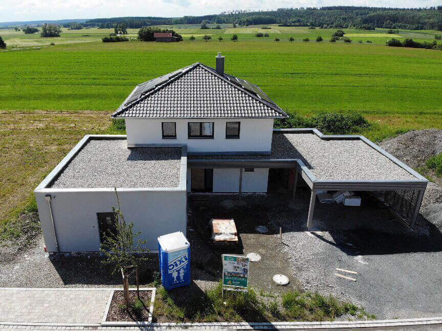Einfamilienhaus mit Einliegerwohnung, Carport und Schuppen in Aurach -  Engelhardt und Geissbauer