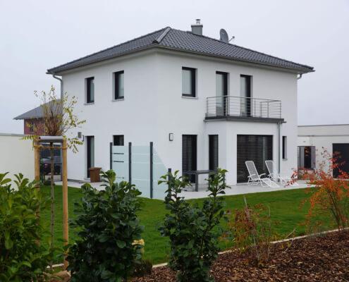 Einfamilienhaus mit Doppelgarage und Schuppen in Uffenheim