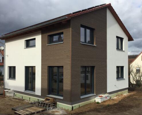 Einfamilienhaus mit Keller, Carport und Garage in Kirchschletten