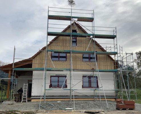 Einfamilienhaus mit Carport und Schuppen in Leutershausen