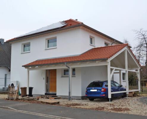 Einfamilienhaus mit Keller und Carport in Oberasbach