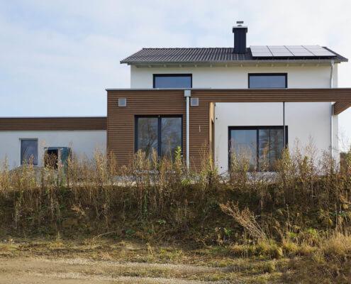Einfamilienhaus mit Carport und Garage in Wörnitz