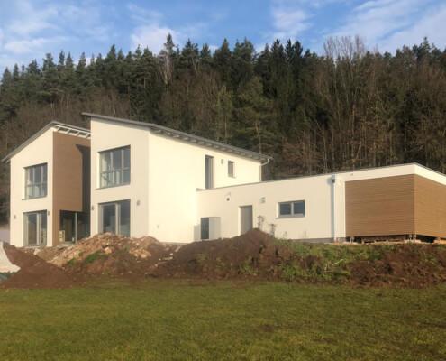 Zweifamilienhaus mit Garage in Trabitz