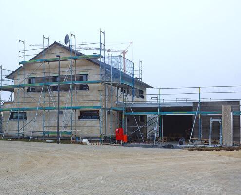 Zweifamilienhaus mit Carport und Geräteraum in Uffenheim