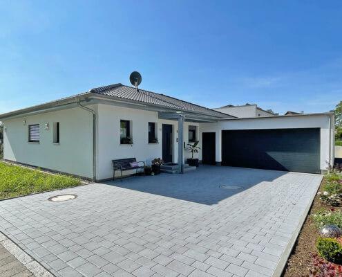 Einfamilienhaus als Bungalow mit Garage in Emskirchen
