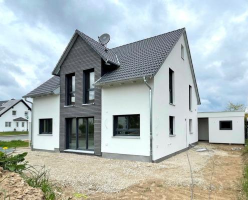 Einfamilienhaus mit Carport und Garage in Cadolzburg