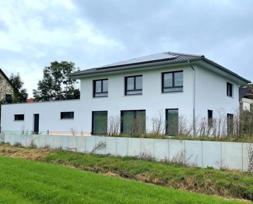 Einfamilienhaus mit Einliegerwohnung und Garage in Igensdorf