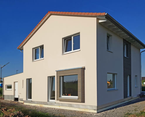 Einfamilienhaus mit Garage und Pergola in Eschenbach